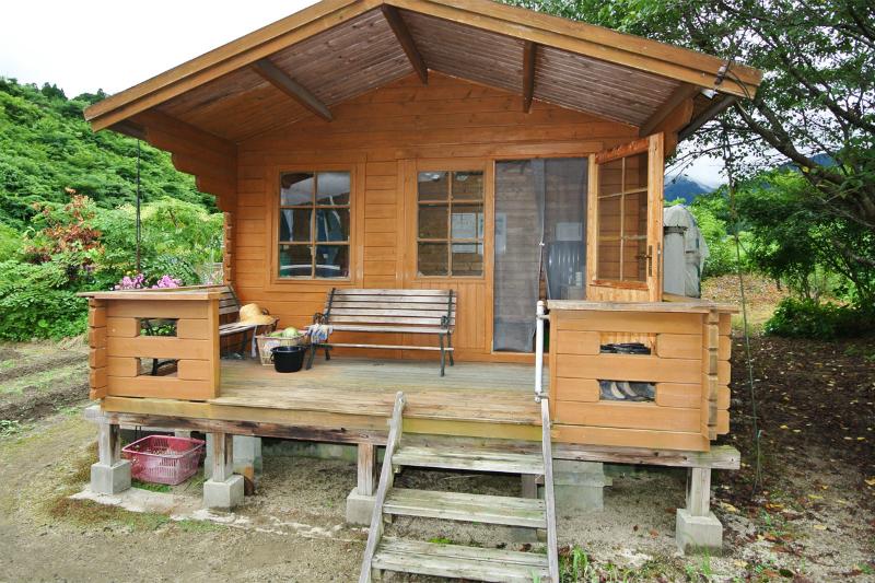休憩用のミニログハウス