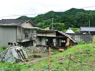 (解体後)廃屋を近隣の方に手伝ってもらい解体作業