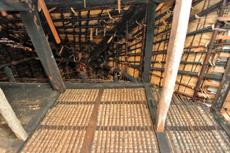 囲炉裏で燻された天井