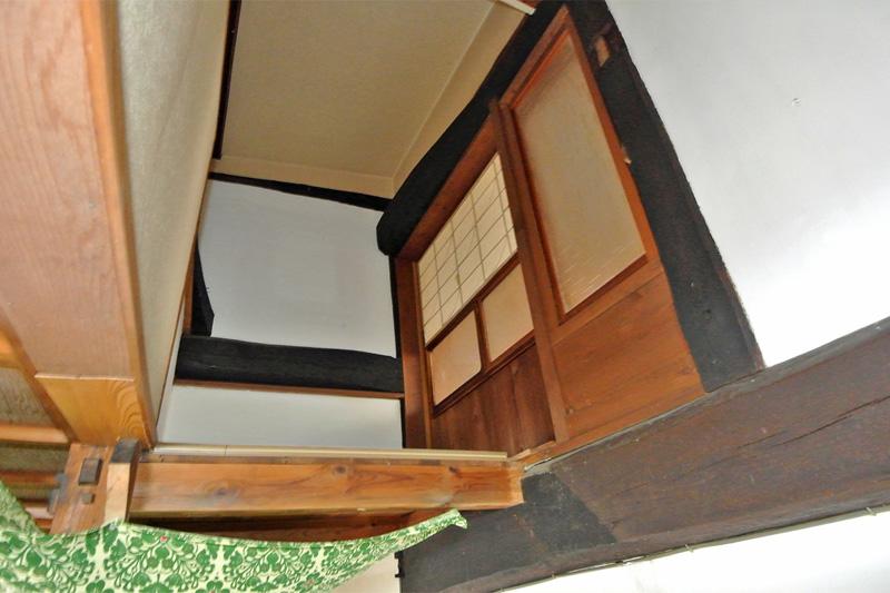 屋根裏部屋(階段または梯子等の設置が必要です)