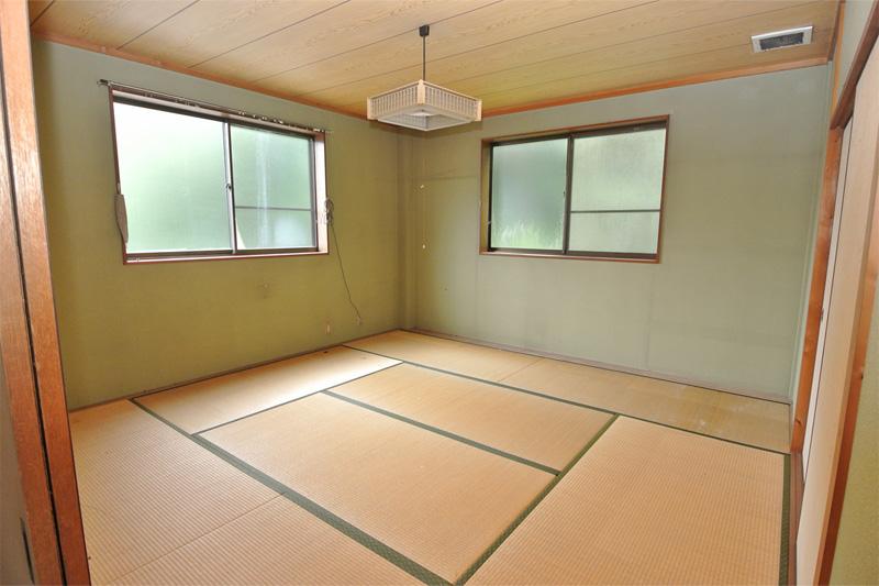 倉庫二階・和室