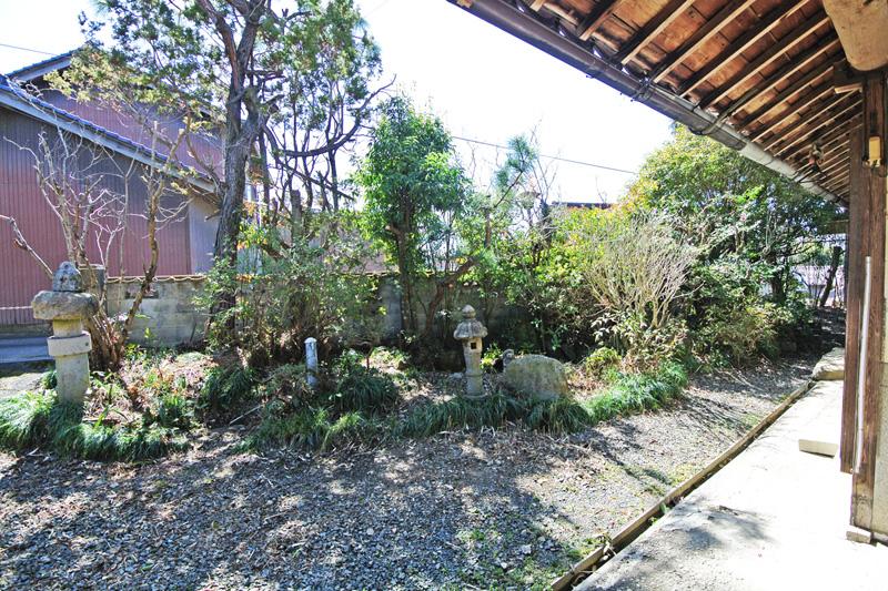 縁側からみる庭園