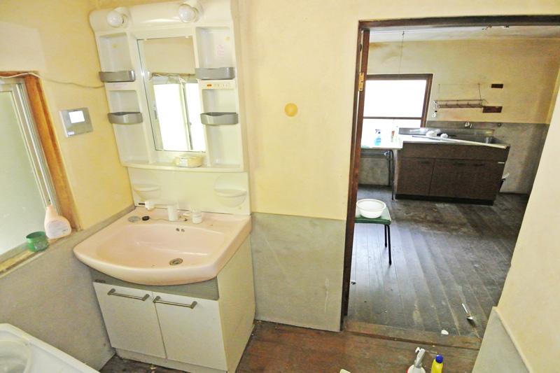 洗面所からキッチンまで