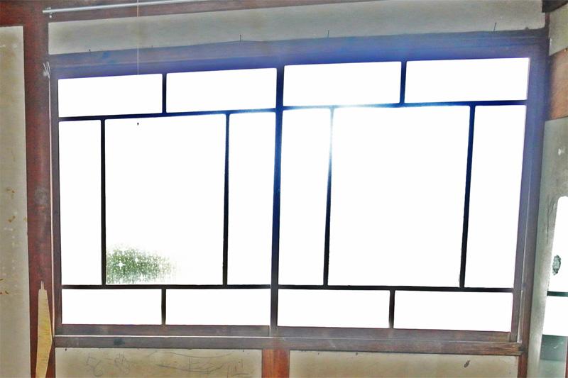 レトロな感じの格子窓