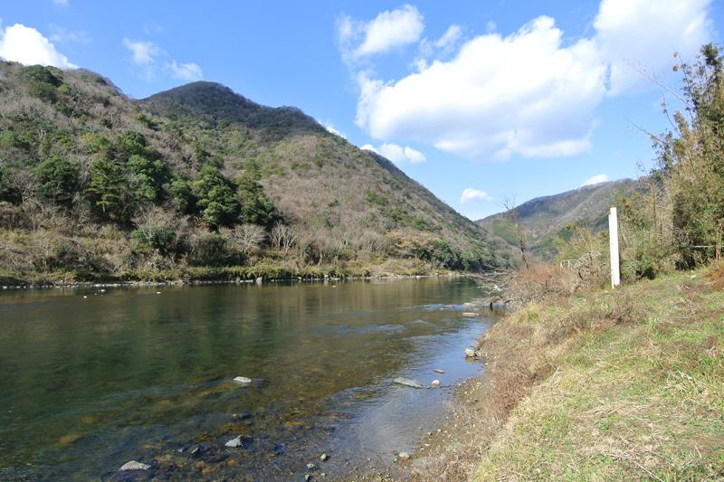 物件前の吉井川