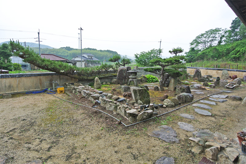 南西に開けた景観と石庭
