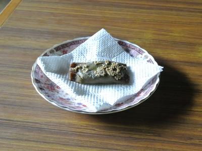 ご主人手作りの、あんこを蕎麦生地で包んで揚げたパリッとした触感のお菓子。