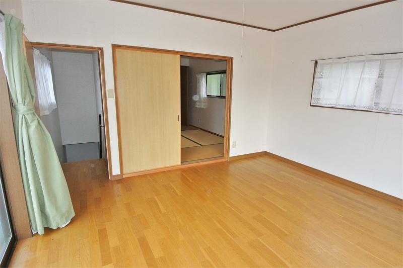 離れ2階・洋室(別角度)