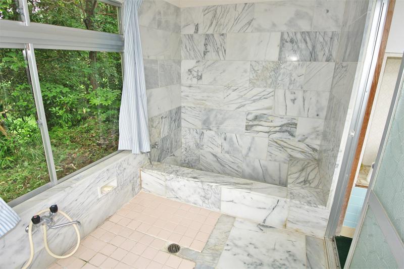豪華な浴槽