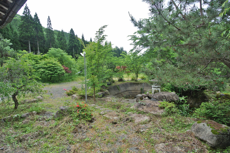 池付きの和風庭園