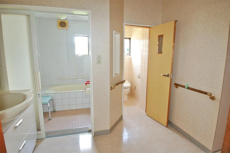 住居側・浴室と水洗トイレ