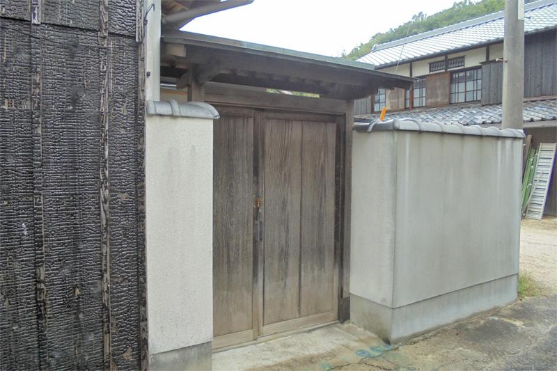 家屋裏の門扉