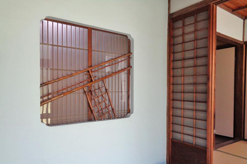 玄関の格子窓